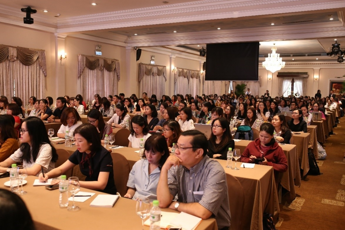 Attendees were listening carefully to the keynote address given by Mr. Mai Duc Thien